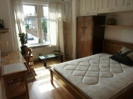 Large double room in 4 bedroom nouse.
