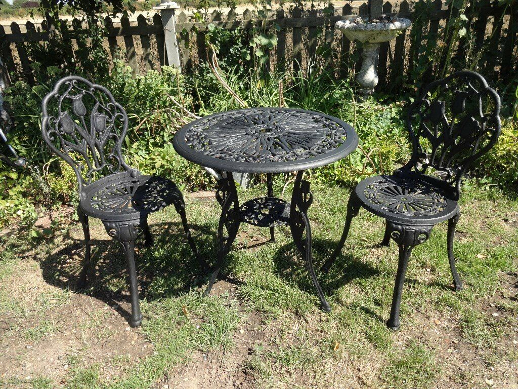 Cast aluminium garden set table and 2 chairs tulip design