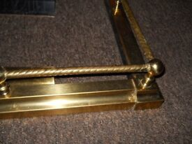 brass fender for fireplace 4ft extends to 5ft good cond
