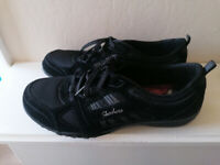 LADIES SKECHERS RELAXED FIT TRAINERS - SIZE 6