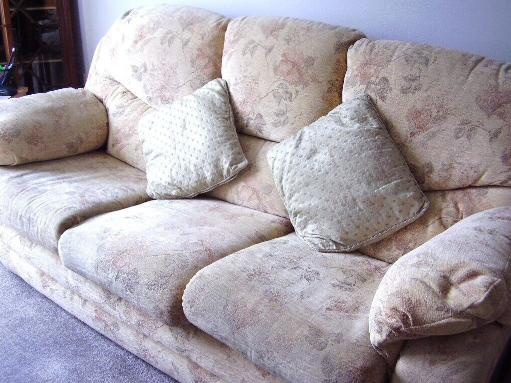 Three Seater Settee + 2 Armchairs Cream Patterned 5 Years Old Good Condition £200 o.n.o.