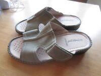 Sandals Custion Walk Fit Size 9 EEEEE width New