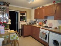 1 BEDROOM GARDEN FLAT A FEW MINUTES WALK TO BARNES STATION!! Available immediately!!
