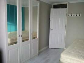 ROOMS to RENT-Close to Town Centre