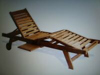 BRAND NEW SOLID HARDWOOD GARDEN SUNLOUNGER WITH WHEELS NEW IN BOX COST £189 ONLY £50