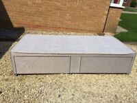 Single bed - Divan base with two drawers. Excellent condition.