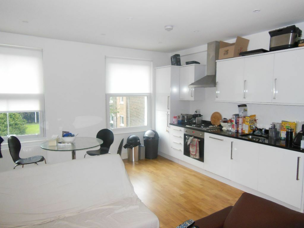 Stunning 2 bed Split level apartment on Latchmere Road, Clapham Junction