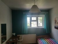 MEDIUM SIZE ROOM AVAILABLE NOW: SHORT LET CONSIDERED