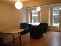 Bright 1 Bedroom Flat. City Centre/West End. Perfect for Students or Young Professionals. £550 PCM