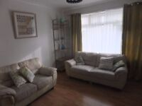 HOUSESHARE 5MINS TO JR! 3bed, garden, furnished. £587excl. Share w/32yr prof female, dog.