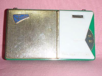Taschenradio STERNCHEN DDR  Neuwertiger Zustand Farbe grün Sammlerstück  1960