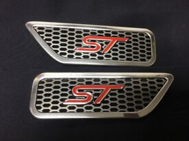 A Pair of new Ford Focus ST Wing Badges Aluminium Red logo ST225 new