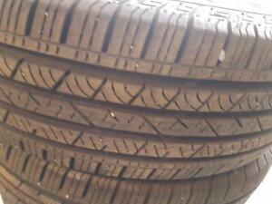 4 pneus d'été 215/70R16 Continental CrossContact LX. 25% d'usure 8/32.