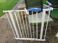 """no 4 lindam stair gate 30 """" wide with fittings ready to use"""