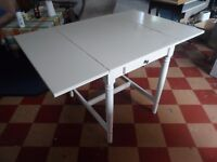WHITE EXTENDABLE DINNER TABLE IN WOOD - URGENT!!