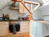 Beautiful Period 1 Bed Flat Ideal For Couple Short Walk Away From Clapham Junction & Local Amenities
