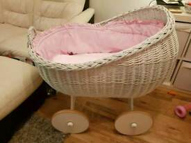 Moses basket on wheels