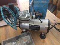 Air brush compressor and spray gun set