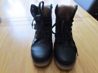1 black pair of boots size 6