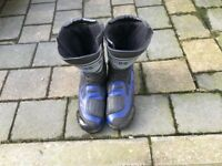 Size 10 motorcycle boots wore 6 or 7 times finished with motorbike.