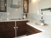 Stunning 2 bed in Hadleigh Drive, Sutton, London !! Available begging April