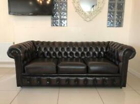 STUNNING CHESTERFIELD 3 SEATER CLUB SOFA IN DESIRABLE ANTIQUE BROWN LEATHER