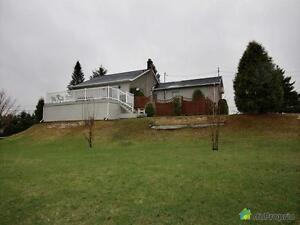 174 900$ - Bungalow à vendre à Larouche Lac-Saint-Jean Saguenay-Lac-Saint-Jean image 4