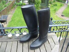 RIDING BOOTS - PVC - SIZE 10 (EUROPEAN 43) UNISEX - GOOD CONDITION !!