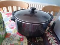Slow cooker, used twice, like new