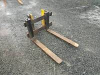 Pair of forklift pallet forks with backplate tractor telehandler etc