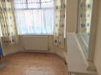 Fantastic Double Room Sharing with bathroom and kitchen in Greenford