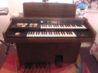Old Hammond organ free to collect. Does not work well but could be a great project.