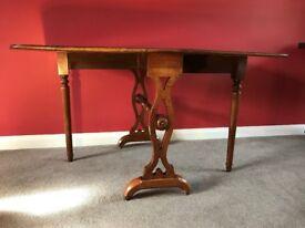Antique Walnut Mid Victorian (c.1850-1870) Sutherland Gate Leg Drop Leaf Table - side/coffee table