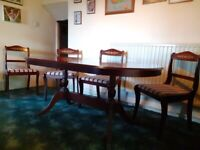 Fine Oval Mahogany Dining Table with Claw Feet and 4 Lovely Chairs