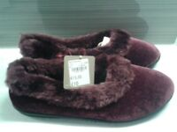 Women's slippers size 6 - still with tag