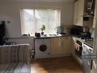 Studio flat in Hermit Road, Canning Town, E16