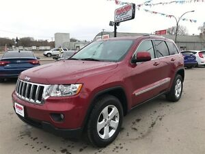 2012 Jeep Grand Cherokee Laredo w/leather & panoramic sunroof