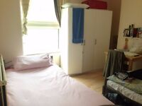 sit Beds in a Shared Double & Twin rooms 90 to 100 Pw for Male NO FEE