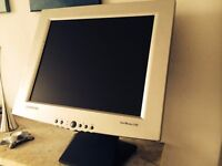Samsung SyncMaster 170T - Flat Screen Monitor