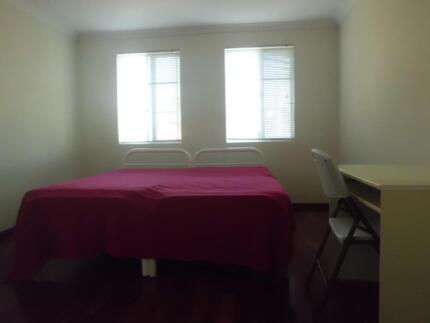 MASTER BEDROOM WITH ENSUITE CLOSE TO CITY & CURTIN UNI + WIFI