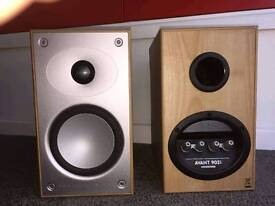 Mordaunt Short Avant 902i speakers