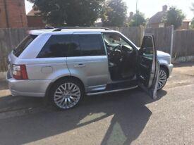 """Range Rover sport 22"""" alloys."""