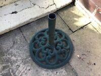 Garden cast parasol base