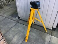 Draper 100mm jaw vice on tripod with carry handle