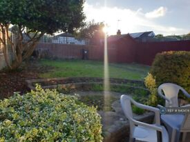 5 bedroom house in Green Lane, Middlesex , UB8 (5 bed) (#640474)