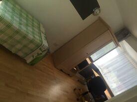 A double sized single room in kinson
