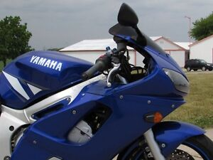 2001 yamaha  R6  Smooth, Clean, two good tires  Only $20/week London Ontario image 4