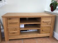 Constable TV Unit/Table, oak, very good conditions, stylish.