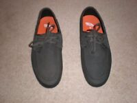 """VANS """"OFF THE WALL"""" Shoes - Size 9 (Brand New)-£15 ono"""