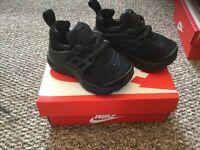 Infant black Nike rifts size 5.5